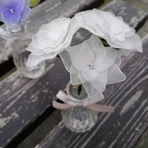 Törtfehér színű virágcsokor vázával - örökcsokor, örökvirág, asztaldísz, tavaszi nyári dekor, Otthon & Lakás, Dekoráció, Csokor & Virágdísz, A törtfehér színnel készített csokrot ajánlom ballagás, születésnap, névnap, Valentin-nap, Nőnap vag..., Meska