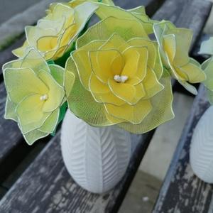 Citromsárga virágcsokor vázával - örökcsokor, örökvirág, asztaldísz, tavaszi nyári dekor, Otthon & Lakás, Dekoráció, Csokor & Virágdísz, Virágkötés, A sárga különböző árnyalataival készített vázás virágokat ajánlom a közelgő ballagások, Anyák napja ..., Meska