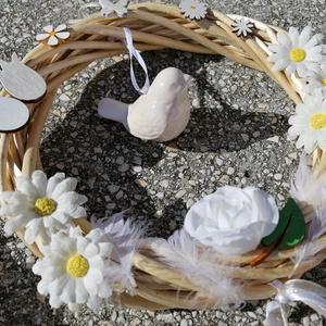Madárfészek ajtódísz - fehér; tavasz; nyár, Otthon & Lakás, Dekoráció, Ajtódísz & Kopogtató, A képeken látható virágokkal díszített ajtókoszorú remekül díszíti otthonunkat a tavaszi és nyári hó..., Meska