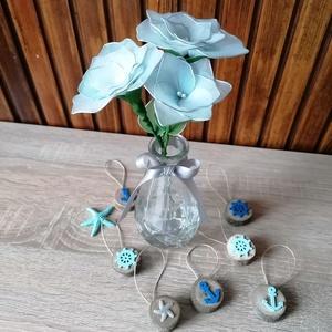 Halványkék virágcsokor vázával - virágcsokor asztaldísz, tavaszi, nyári asztaldísz, örökcsokor, örökvirág, Otthon & Lakás, Dekoráció, Csokor & Virágdísz, Virágkötés, Halványkék árnyalattal készítettem vázás virágcsokrot, melyet ajánlom ballagásokra, Anyák napjára va..., Meska