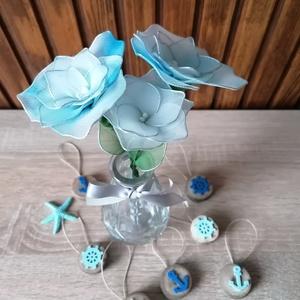 Kék virágcsokor - virágcsokor asztaldísz, tavaszi, nyári asztaldísz, örökcsokor, örökvirág, Otthon & Lakás, Dekoráció, Csokor & Virágdísz, Virágkötés, Kétféle kék árnyalattal (színátmenetes kék-fehér és halványkék) készítettem vázás virágcsokrot, mely..., Meska