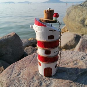 Piros-fehér világítótorony dekoráció - Nyári dísz, tengerparti hangulat, festett dekor, Otthon & lakás, Dekoráció, Dísz, Lakberendezés, Asztaldísz, Kerti dísz, Festett tárgyak, Mindenmás, A képeken látható világítótorony a szerencsés vásárlónak (utazónak v. hajósnak) mindig megmutatja a ..., Meska