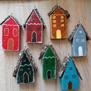 Karácsonyi kisházak - Karácsonyfa díszek több színben, Karácsonyfadísz, Karácsony & Mikulás, Otthon & Lakás, Famegmunkálás, Festett tárgyak, Egyedi készítésű karácsonyfa díszek több színben elérhetők.\nFából készített, akril festék felhasznál..., Meska