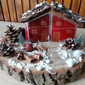 Karácsonyi asztaldísz piros ikerházakkal - téli dekor, piros, fehér, Otthon & Lakás, Karácsony & Mikulás, Karácsonyi dekoráció, Festett tárgyak, Fa alapra készült dísztárgy (kb. 25 cm. átmérő).\nTermésekkel és saját készítésű karácsonyi házakkal ..., Meska