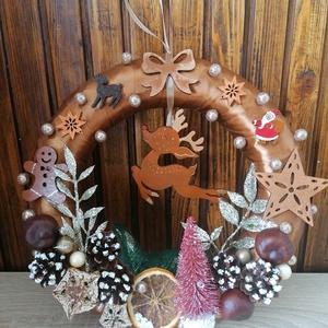 Szarvasos ajtókoszorú - karácsony, tél, ajtódísz, kopogtató, barna, Otthon & Lakás, Karácsony & Mikulás, Karácsonyi kopogtató, Mindenmás, Festett tárgyak, A képeken látható termésekkel és karácsonyi motívumokkal díszített ajtókoszorú remekül díszíti ottho..., Meska