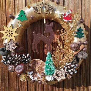 Óarany színű őzikés ajtókoszorú - karácsony, tél, ajtódísz, kopogtató, óarany, Karácsony & Mikulás, Karácsonyi kopogtató, Mindenmás, Festett tárgyak, A képeken látható termésekkel és karácsonyi motívumokkal díszített ajtókoszorú remekül díszíti ottho..., Meska