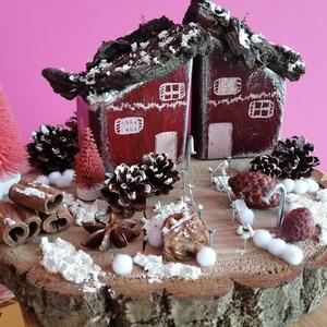 Karácsonyi asztaldísz lila ikerházakkal - téli dekor, lila, fehér, Karácsony & Mikulás, Karácsonyi dekoráció, Festett tárgyak, Fa alapra készült dísztárgy (kb. 25 cm. átmérő).\nTermésekkel és saját készítésű karácsonyi házakkal ..., Meska