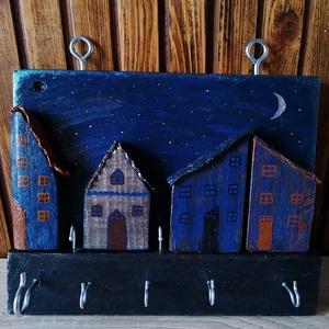 """""""Éjszakai falu"""" kulcstartó, ékszertartó - fali kulcstartó, sötétkék, egyedi ajándék, Otthon & Lakás, Bútor, Kulcstartó szekrény, Egyedi készítésű falra szerelhető kulcstartó. Hulladék fa újrahasznosításával készített, akril festé..., Meska"""