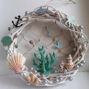 Ajtódísz türkiz korallal - Nyári dísz, kopogtató, ajtóra, tengeri, Otthon & Lakás, Dekoráció, Ajtódísz & Kopogtató, A képeken látható tengeri motívumokkal díszített ajtókoszorú remekül díszíti otthonunkat a közelgő n..., Meska