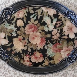 Romantikus, virágmintás kínálótálca, barokkos, kagyló mintás szegéllyel, Otthon & lakás, Lakberendezés, Tárolóeszköz, Konyhafelszerelés, Tálca, Decoupage, transzfer és szalvétatechnika, Festett tárgyak, Régies hatású, romantikus kínáló tálca - virág motívummal, fekete színvilág, ezüstös, színjátszós pe..., Meska