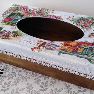 Zsebkendőtartó vintage hangulatban - ajándéknak, vagy csak úgy magadnak…, Zsebkendőtartó, Tárolás & Rendszerezés, Otthon & Lakás, Festett tárgyak, Decoupage, transzfer és szalvétatechnika, Zsebkendők, kozmetikai kendők szép, egyedi és dekoratív tárolója lehet szekrényen, asztalon. Ha ilye..., Meska