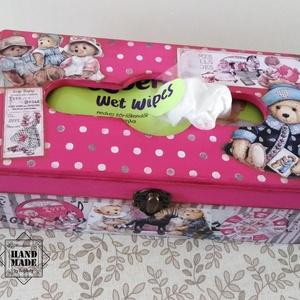 Popsitörlő tartó babaszobába - lányos színben, Gyerek & játék, Gyerekszoba, Tárolóeszköz - gyerekszobába, Otthon & lakás, Lakberendezés, Tárolóeszköz, Doboz, Baba-mama kellék, Decoupage, transzfer és szalvétatechnika, Festett tárgyak, A babaszoba fontos kiegészítő eleme lehet ez a praktikus popsitörlő tartó. A pelenkázó közelében elh..., Meska