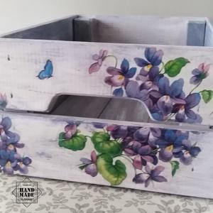 Virágözön - Praktikus tároló láda vintage stílusban, Otthon & Lakás, Tárolás & Rendszerezés, Láda, Decoupage, transzfer és szalvétatechnika, Festett tárgyak, Egy paszteles színekkel festett, felüdítő hangulatú fenyő doboz, mely a nehéz terheket is elbírja. N..., Meska