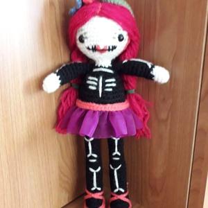 Csontvázlány horgolt baba, Gyerek & játék, Játék, Játékfigura, Plüssállat, rongyjáték, Horgolás, Horgolt csontvázlány, tüllszoknyával az igaz menő csajok társa lehet. :) \n\nBármilyen színből, szokny..., Meska