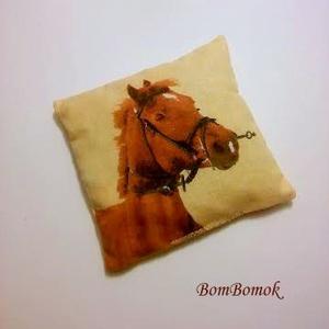 meggymagos babzsák lófejjel (BomBomok) - Meska.hu