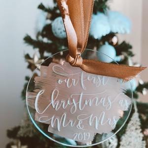 Karácsonyfadísz, karácsony, dísz, karácsonyfa, ajándék, Mr, Mrs, első házas , Otthon & Lakás, Karácsony & Mikulás, Karácsonyfadísz, Festett tárgyak, Mindenmás, E G Y E D I   K A R Á C S O N Y F A D Í S Z  N É V R E S Z Ó L Ó\nEgyedi, ünnepi karácsonyfadísz.\nMÉR..., Meska