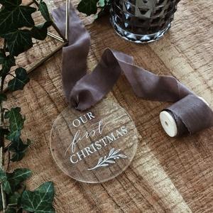 Karácsonyfadísz, karácsony, dísz, karácsonyfa, ajándék, első karácsony, baba, Karácsony & Mikulás, Karácsonyfadísz, Festett tárgyak, Mindenmás, E G Y E D I   K A R Á C S O N Y F A D Í S Z  N É V R E S Z Ó L Ó\nEgyedi, ünnepi karácsonyfadísz.\nMÉR..., Meska