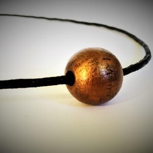 Antikolt bronz hatású fagolyó nyakláncon - állítható méretű - unisex, Ékszer, Nyaklánc, Csomózás, Ékszerkészítés, Medál:\nanyag: fa\nszín: antikolt bronz\nméret: 17 mm\n\nNyaklánc:\nanyag: viaszolt szál\nszín: fekete\nmére..., Meska