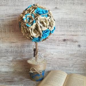 Gömbfa könyvlapokból készült rózsákkal, Dekoráció, Otthon, lakberendezés, Dísz, Asztaldísz, Papírművészet, Ez a vintage rózsafa kb. 35-38 db könyvlapokból, egyenként kézzel hajtogatott rózsából készült.  Fé..., Meska