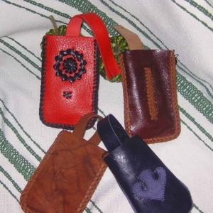 Klasszikus piros-fekete mobiltok (borboszi) - Meska.hu