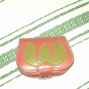 Bordó-zöld bőr pénztárca, Magyar motívumokkal, Táska, Divat & Szépség, Táska, Pénztárca, tok, tárca, Pénztárca, Bőrművesség, Rátétmintás fedelű pénztárca, mely belül 2+ 1 rekesszel ellátott.\nFedelén belül található a plusz eg..., Meska