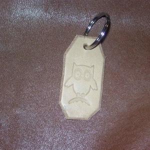 Kis bagoly, Kulcstartó, Kulcstartó & Táskadísz, Táska & Tok, Bőrművesség, Marhabőr alapon nyomott mintával díszített kulcstartó, mely díszként funkciónál. \nBagoly minta talál..., Meska
