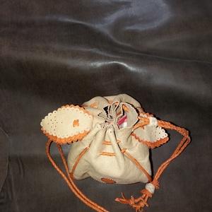 Narancs-barna dohányzacskó (borboszi) - Meska.hu