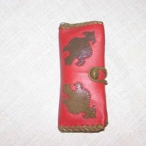 Gránátalmás Papírzsebkendő tartó, Zsebkendőtartó, Pénztárca & Más tok, Táska & Tok, Bőrművesség, Piros báránybőrből készült, rátétmintás zsebkendőtartó. Az előrészén gránátalma látható, melyet szűc..., Meska