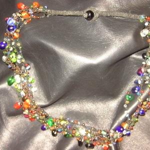 Üveggyöngy nyaklánc, Ékszer, Nyaklánc, 4 soros színes  üveggyöngyökkel díszített nyaklánc.  Gyöngyszem gombbal záródik.  Mérete: hosszúsága..., Meska