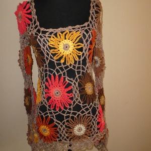 horgolt felső őszi s-m-es, Pulóver & Kardigán, Női ruha, Ruha & Divat, Horgolás, Patchwork, foltvarrás, Hatalmas virágok vannak rajta az ősz színeiben. Felveheted bármilyen színű felsőre, mindegyiken jól ..., Meska