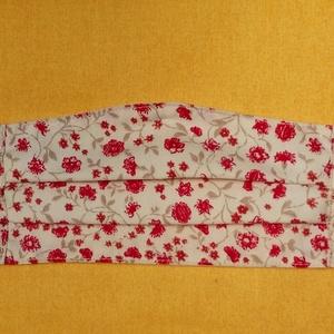 """KICSI PIROS VIRÁGOS arcmaszk - \""""M\"""" méret , Táska, Divat & Szépség, Szépség(ápolás), Maszk, szájmaszk, Varrás, Kicsi piros virágos arcmaszk.\n\nTojáshéj színű alapon elszórt piros, kicsi virágok, drapp szárral, le..., Meska"""