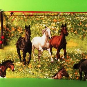 LOVACSKÁK - neszeszer , Táska, Divat & Szépség, Táska, Neszesszer, Varrás, Egyedi, nagyon szép, minőségi (amerikai) 100 % pamutból készített lovacskás neszeszer. \nHátlapja  sö..., Meska