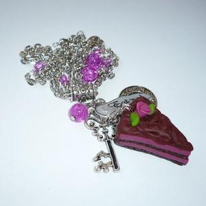 Málnakrémes csokitorta kulccsal, órával - Alice in Wonderland nyaklánc, Ékszer, Nyaklánc, Medálos nyaklánc, Ékszerkészítés, Gyurma, Meska