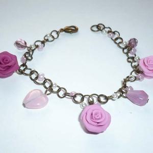 Romantika - réz karkötő rózsákkal, gyöngyökkel, Ékszer, Karkötő, Gyurma, Ékszerkészítés, Egy bájos, romantikus karkötőt készítettem  3db, saját készítésű, különböző árnyalatú rózsaszín-cikl..., Meska