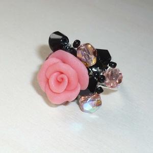 Barack rózsa gyűrű fekete és barach üveggyöngyökkel, Statement gyűrű, Gyűrű, Ékszer, Gyurma, Ékszerkészítés, Az érdeklődésre való tekintettel ezúttal gyűrűkön is megjelennek a rózsáim. :)\n\nEgy saját készítésű,..., Meska