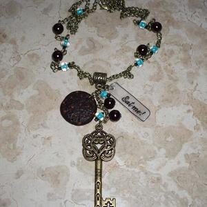 Csokis süti kulccsal - réz Alice nyaklánc türkiz, barna gyöngyökkel (Boriboszi) - Meska.hu