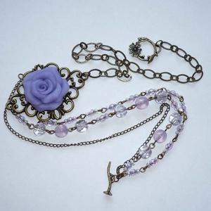 Lila rózsa - 3 soros asszimetrikus réz statement nyaklánc, Statement nyaklánc, Nyaklánc, Ékszer, Ékszerkészítés, Gyöngyfűzés, gyöngyhímzés, Nagyon különleges, 3 soros nyakláncot készítettem egy csodálatos 5x3,5cm-es réz medálalapból, melyre..., Meska