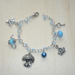 Tea, korona, gomba, nyúl - ezüst, kék karkötő - Alice in Wonderland sorozat, Ékszer, Karkötő, ... és a mese folytatódik... :)  íme legújabb Alice in Wonderland karkötőm, ezúttal a kék szerelmese..., Meska