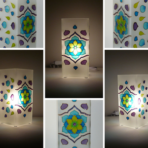 Tavaszi szél - egyedi festett virágos mandala üveglámpa, Lakberendezés, Otthon & lakás, Lámpa, Asztali lámpa, Festett tárgyak, Üvegművészet, Saját minta alapján festettem, egymással harmonizáló türkiz, kék, zöld, lila színekkel, íves, könnye..., Meska