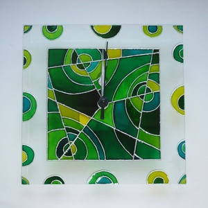 Zöld absztrakt falióra - egyedi festett üveg falióra, Dekoráció, Otthon & lakás, Lakberendezés, Falióra, óra, Festett tárgyak, Üvegművészet, Modern, viszonylag egyszerű  geometrikus mintával, a zöld árnyalataival festettem meg ezt az üvegórá..., Meska