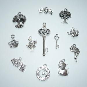 Alice in Wonderland - antikolt ezüst színű vintage függő (medál) gyűjtemény (Boriboszi) - Meska.hu