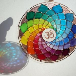 Szivárvány mandala - egyedi üvegre festett mandala ablakdísz, fényfogó, Otthon & Lakás, Dekoráció, Mandala, Festett tárgyak, Üvegművészet, Mandala a szivárvány színeiben... :)\nHa egyedi, igazán feltöltő, és szemet kápráztató ablakdíszt ker..., Meska