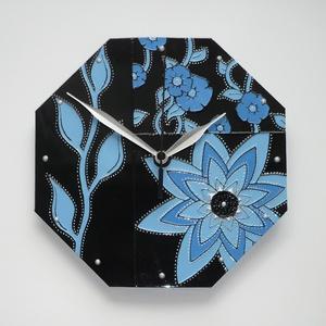 Kék virágok feketével - egyedi festett üveg falióra, Dekoráció, Otthon & lakás, Lakberendezés, Falióra, óra, Festett tárgyak, Üvegművészet, Csupán kétféle kék és fekete színű üvegfestéket, valamint a kiemeléshez ezüst kontúrt és ezüst gyöng..., Meska