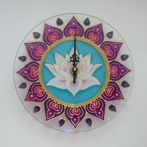 Lótusz Mandala - egyedi festett mandala üveg falióra, Otthon & lakás, Lakberendezés, Falióra, óra, Festett tárgyak, Üvegművészet, Ez a harmonikus, kiegyensúlyozott szín- és formavilágú falióra megtestesíti mindazt a nyugalmat és e..., Meska