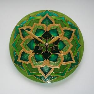 """Zöld Lótusz Mandala - egyedi festett mandala üveg falióra, Otthon & lakás, Lakberendezés, Falióra, óra, Festett tárgyak, Üvegművészet, A nyugalom, a szeretet, a  \""""hazaérkeztem\"""" érzése árad ebből a mandala faliórából...\n\nEzúttal is egye..., Meska"""