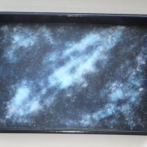 Galaxis tálca - egyedi, festett nagy fa tálca 30x40 - Meska.hu