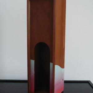 Modern bortartó - egyedi, festett fa borosdoboz, Bortartó, Konyhafelszerelés, Otthon & Lakás, Festett tárgyak, Festészet, Azoknak, akik nem szokványos boros dobozt keresnek.... :)\n\nNormál méretű fa boros dobozt festettem k..., Meska