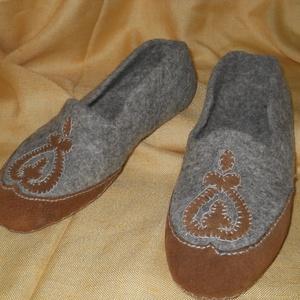 Nemezelt cipő39-es, Mamusz & Házicipő, Cipő & Papucs, Ruha & Divat, Bőrművesség, Nemezelés, Zsűrizett termék .Nagyon kényelmes a lábhoz simul,a vastagabb talp kényelmes viselet tartja a lábat ..., Meska