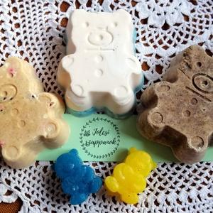 Maci csoport szappanok ajándék kismackókkal, Táska, Divat & Szépség, Szépség(ápolás), Fürdőszobai kellék, Krém, szappan, dezodor, Natúrszappan, Kecsketejes szappan, Macicsoport fürdő szett gyerekeknek:  1 db mackós natúr szappan, és 1 db fehércsokis lanolinos szapp..., Meska