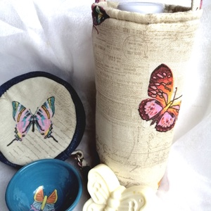 Pillangós ajándék szett, Táska & Tok, Pénztárca & Más tok, Pénztárca, Kerámia, Szappankészítés, Pillangós kerámia tálka, kézműves szappannal, pénztárcával és palacktartóval (palack is jár hozzá 0,..., Meska